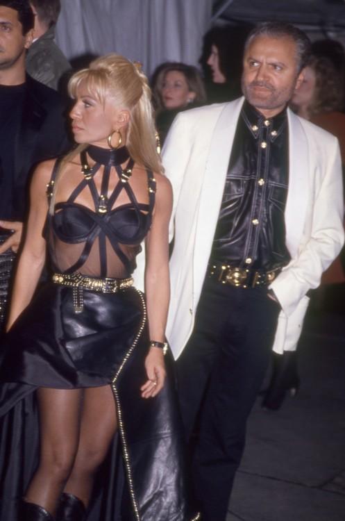 Донателла и Джанни Версаче на Met Gala в 1996 году