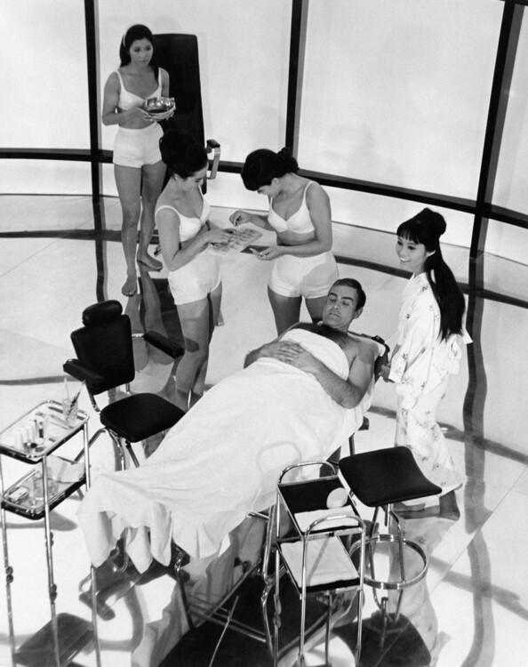 Шон Коннері і Джинн Роланд на зйомках «Живеш тільки двічі», 1966