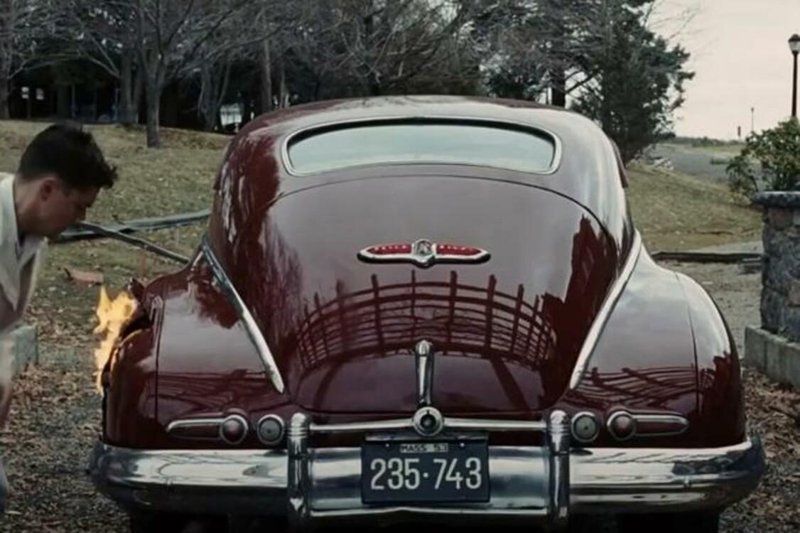 """Еще один бордовый автомобиль Buick Roadmaster Sedanette (1947) исполнил главную партию в """"Острове проклятых"""" (2010). За его рулем сидел герой Леонардо Ди Каприо Тедди Дэниэлс. Photo: Paramount Pictures"""