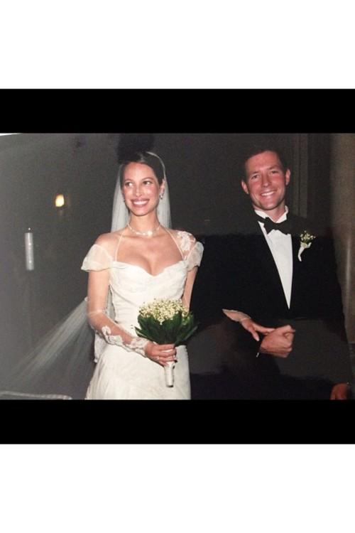 Кристи Тарлингтон в John Galliano, июнь 2003