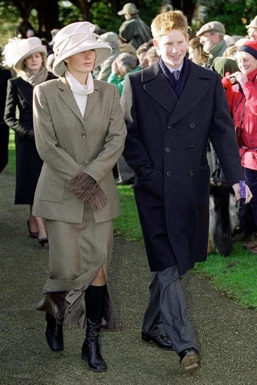 Зара Філліпс і принц Гаррі, 25 грудня 2000 р.