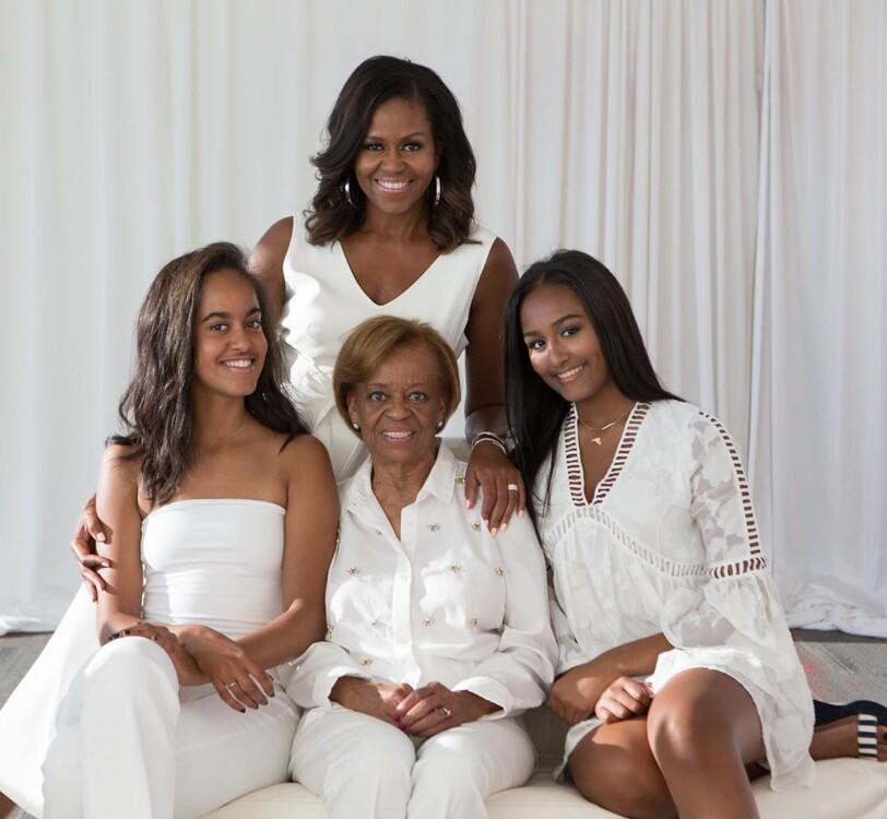 Мішель Обама з мамою і доньками