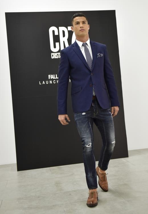 Криштиану Роналду дебютировал в качестве модели на показе собственной коллекции обуви CR7 осень-зима 2015/2016 в Португалии