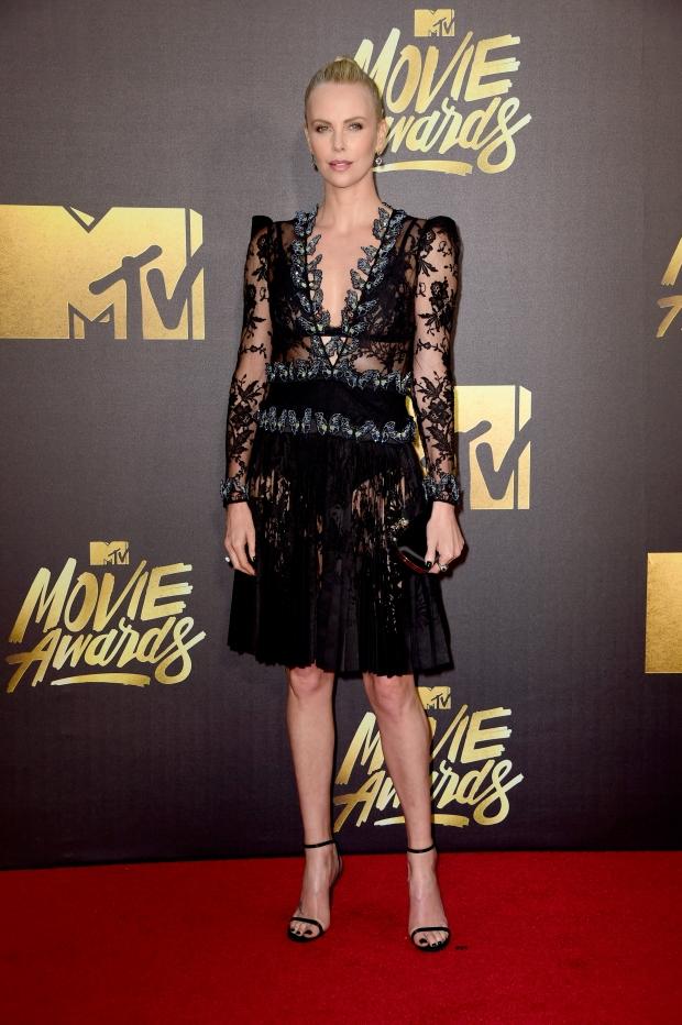 5 самых стильных знаменитостей на MTV Movie Awards 2016   Vogue Ukraine f610b4a8ad3
