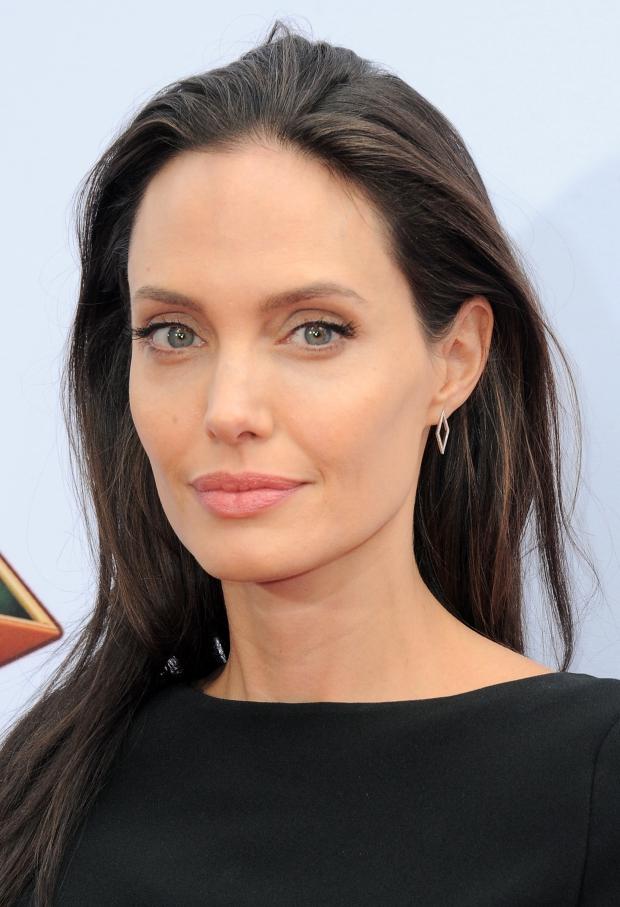 Анджелина Джоли продолжает терять вес? | Vogue Ukraine анджелина джоли
