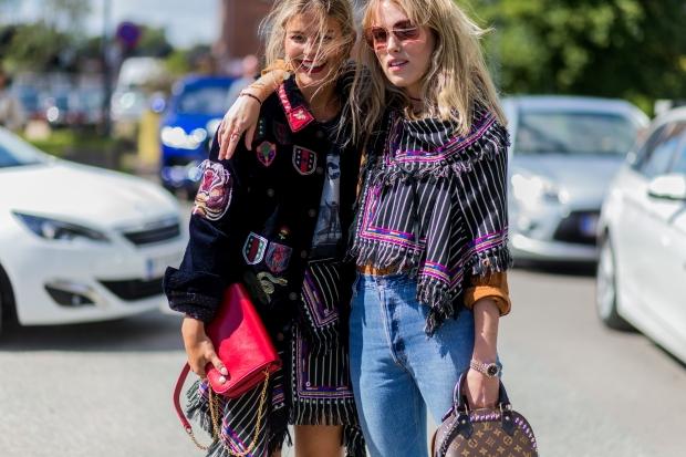 92d6c071ba37 Вслед за нами по частоте появления стоят сумки Chanel, Louis Vuitton и  Chloe. Причем, девушки абсолютно не ограничивают себя конкретными моделями  ...