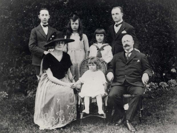 Семья Dior