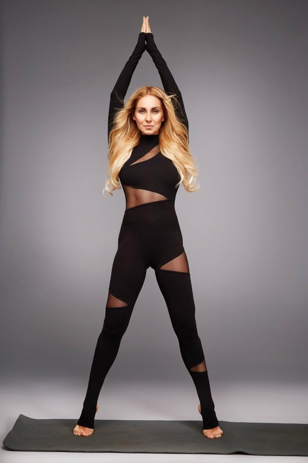 Одежда для йоги  советы тренера Светланы Масленниковой   Vogue Ukraine b69eb2a0a0d