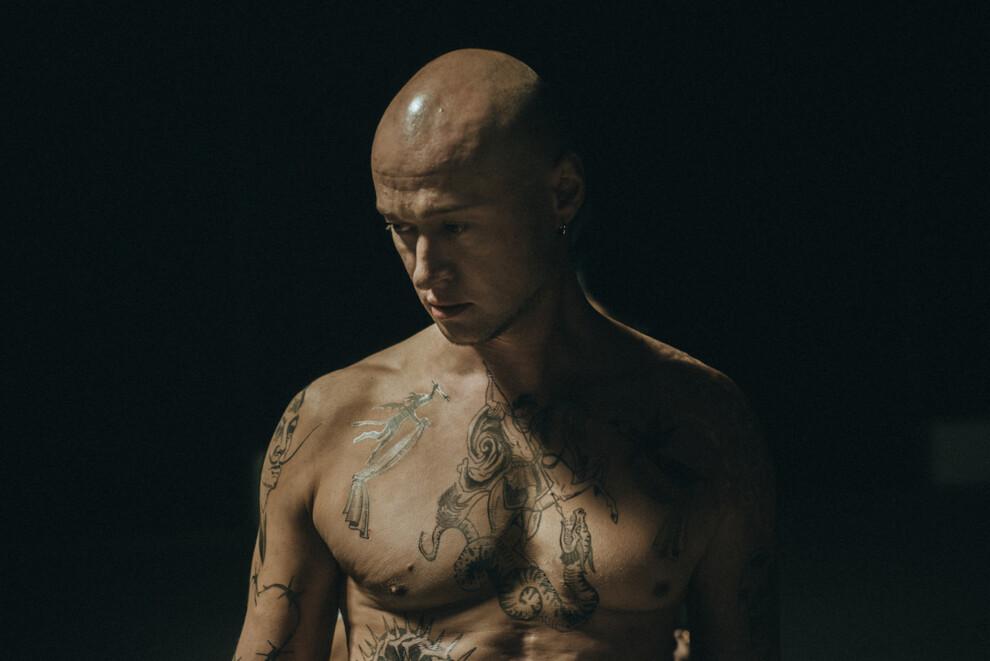 Андрей Хлывнюк в клипе «Ангела»