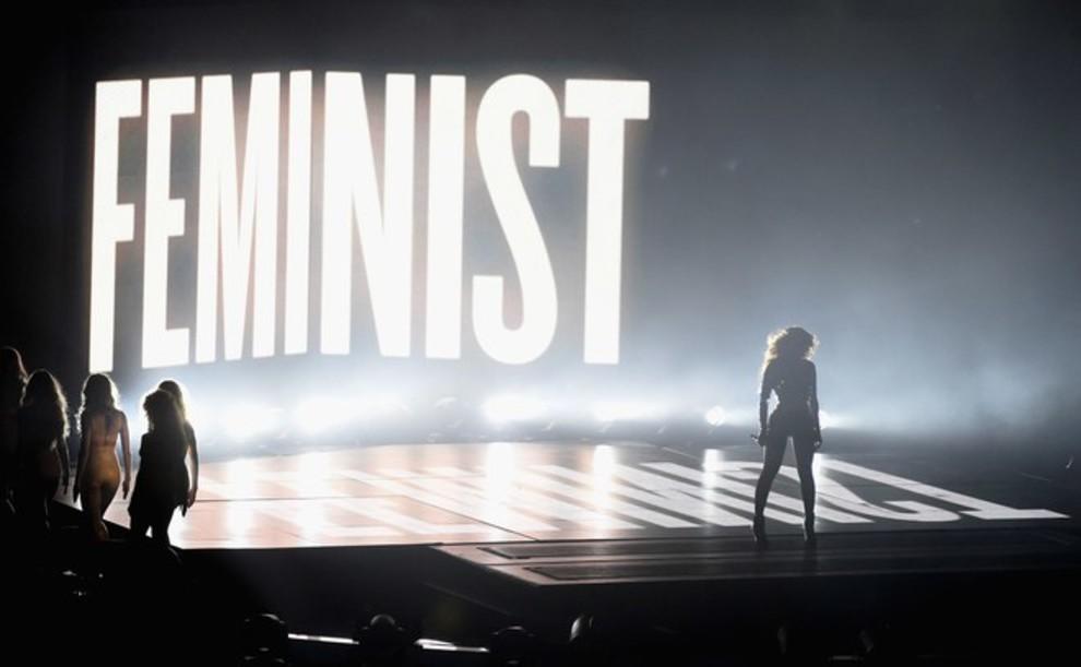 Вглобальной сети обсуждают поцелуй Мадонны с популярной эстрадной певицей