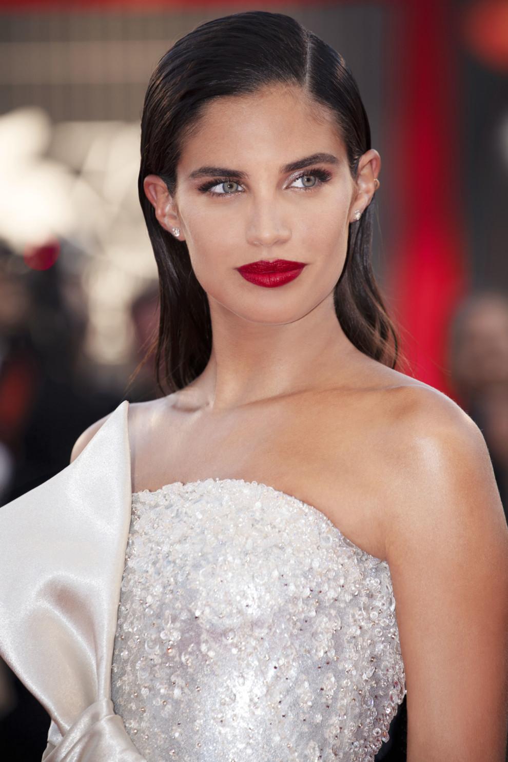 П ять зірок  топ-моделі і актриси стали посланницями Armani Beauty ... fa39af62acfb4