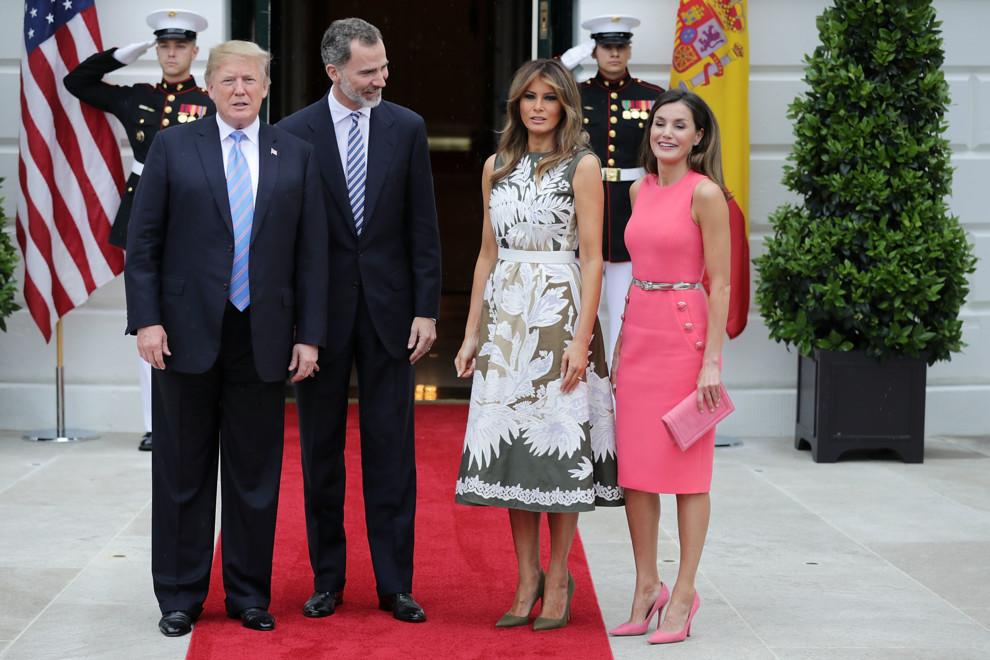 Мелания Трамп вэффектном одеяние  произвела фурор