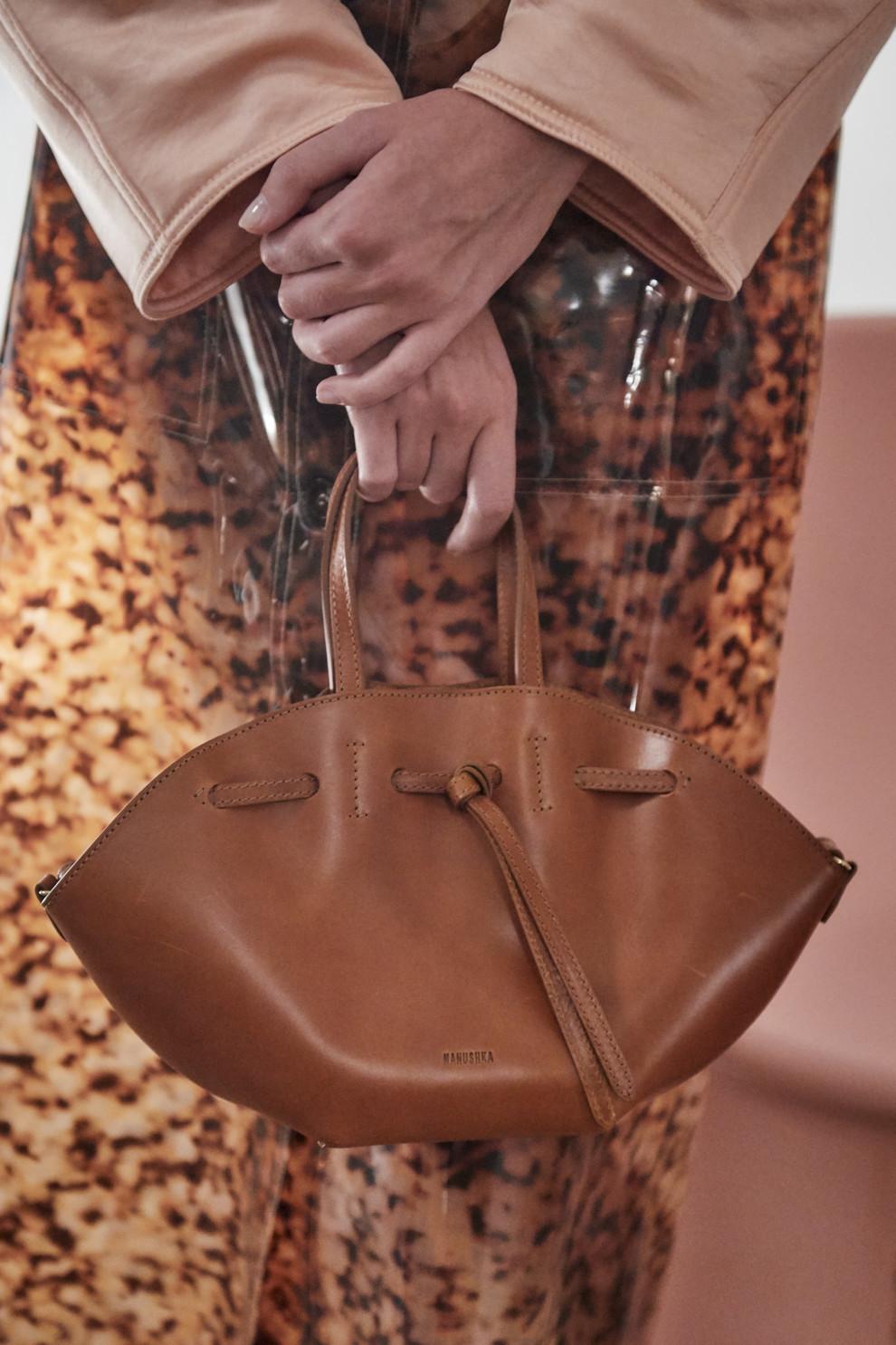 401b5968443e Неделя моды в Нью-Йорке: самые модные сумки осень-зима 2019/20 ...
