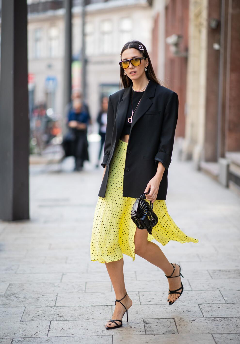 26aba2def 5 способов носить кроп-топ в офис   Vogue Ukraine - Vogue UA