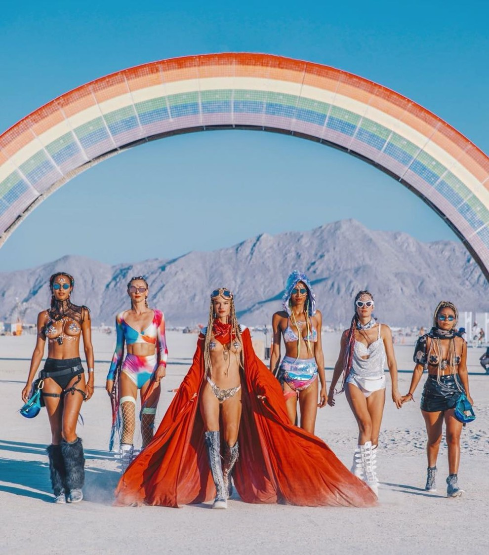 Топ-модели на фестивале Burning Man | Vogue Ukraine - Vogue UA