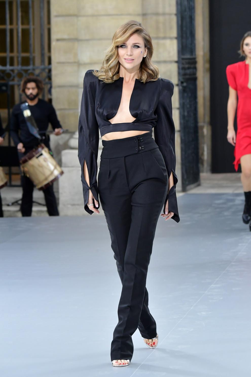 Дизайнер Катя Сильченко выступила моделью на показе L'Oreal в Париже (фото 3)