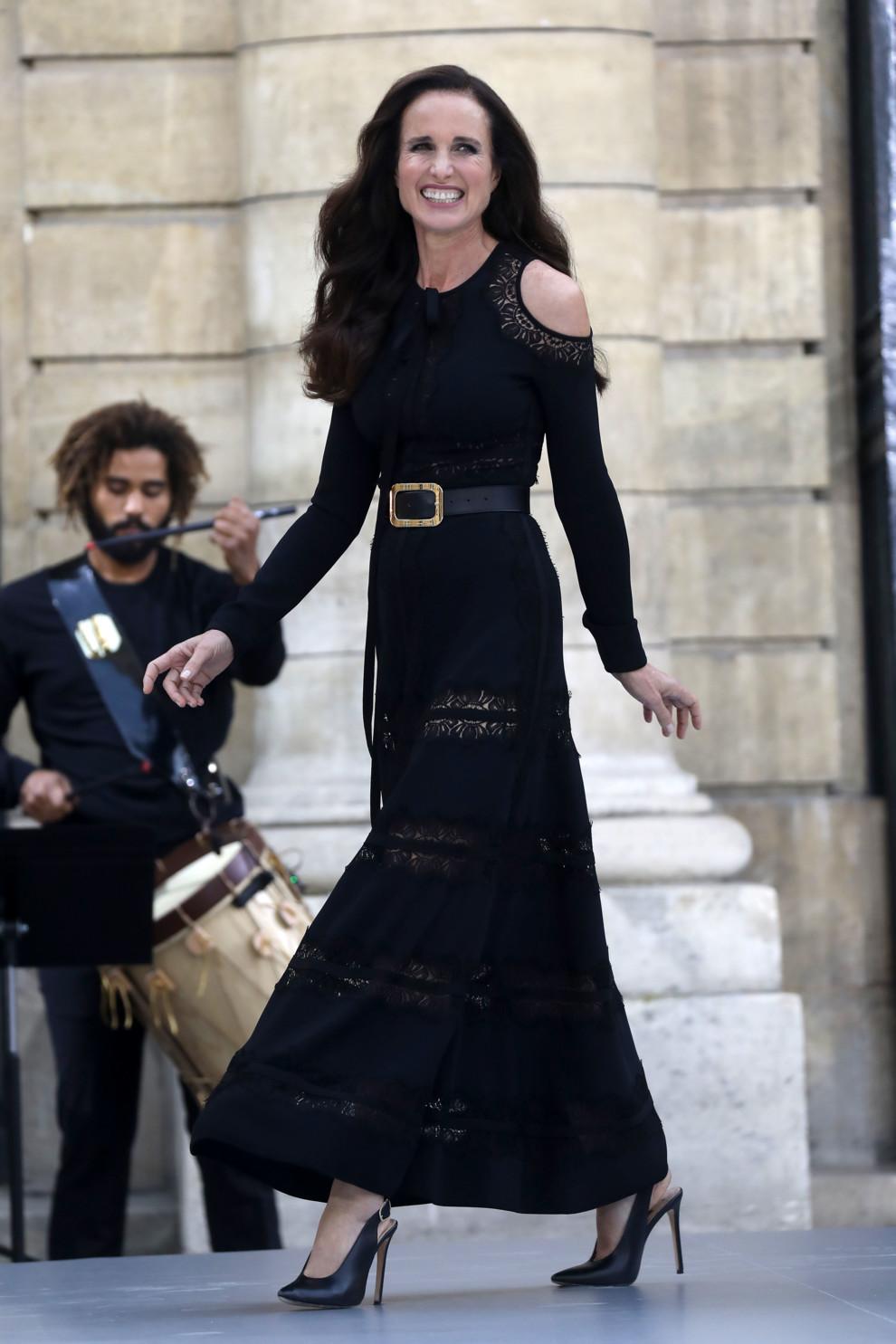Дизайнер Катя Сильченко выступила моделью на показе L'Oreal в Париже (фото 6)