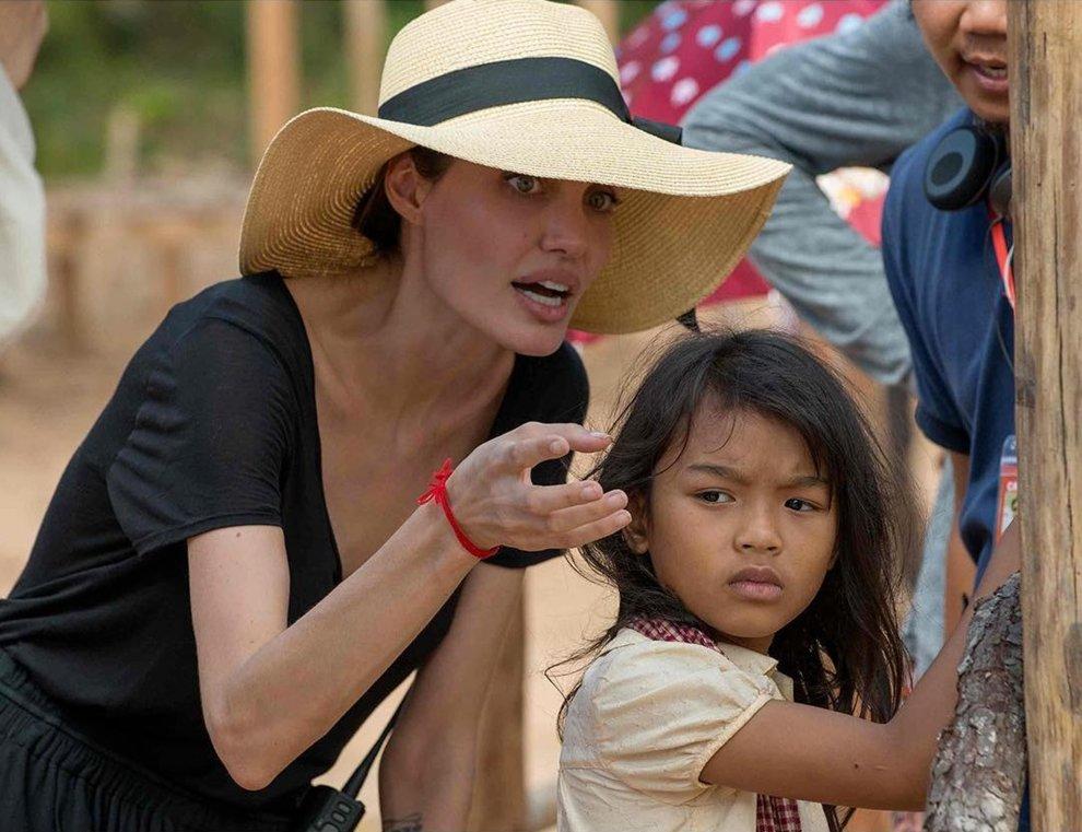 сейчас немного джоли в камбодже фото с детьми что работники