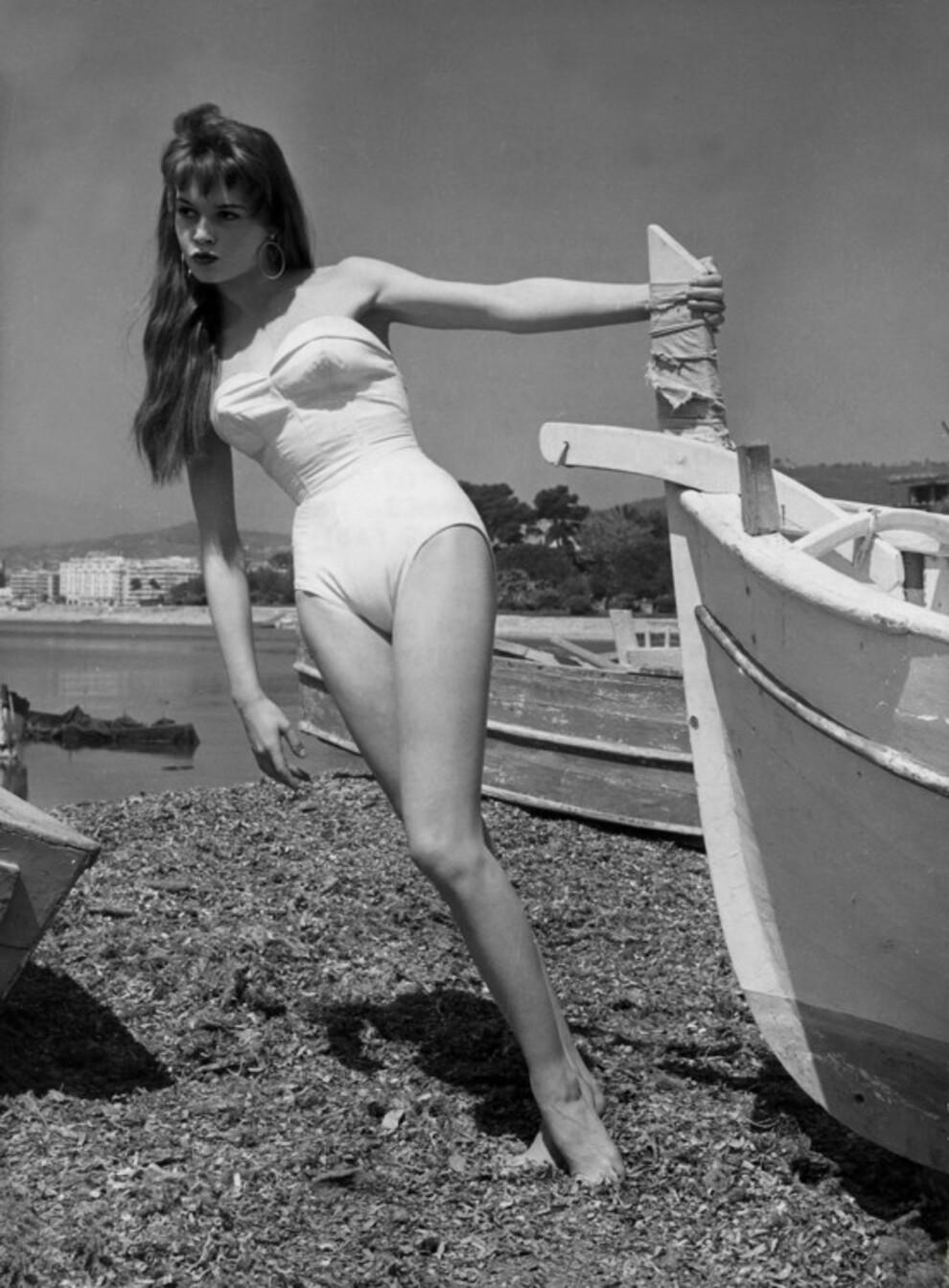 10 винтажных фото Брижит Бардо в сексуальных бикини | Vogue Ukraine - Vogue UA
