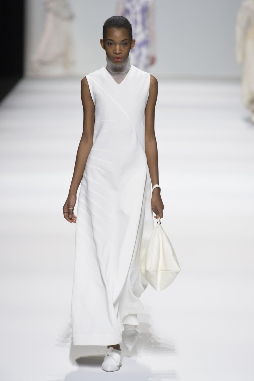 5b7ba16804839 - Осень с читого листа: белое платье как вызов маленькому черному