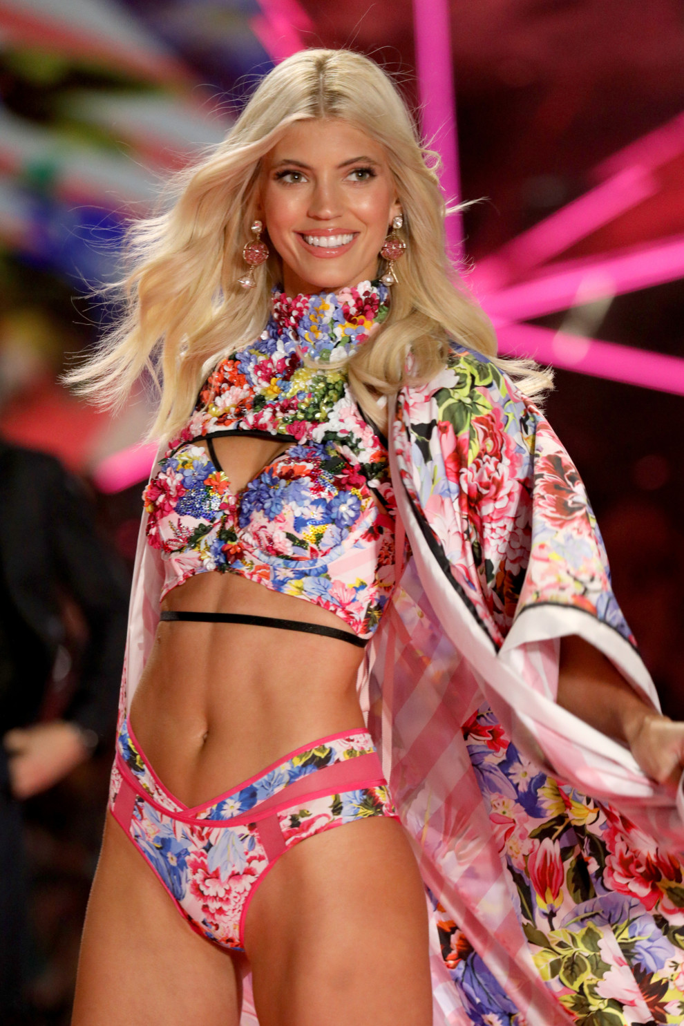 5be543a33a863 - Victoria`s Secret Fashion Show 2018