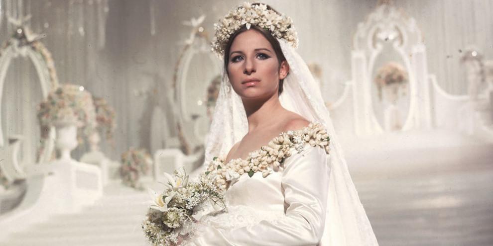 50142d8164e Как в кино  самые красивые свадебные платья