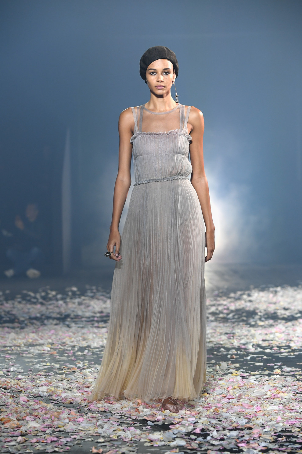 5ba8ff1db8913 - Старт Недели моды в Париже: Christian Dior весна-лето 2019
