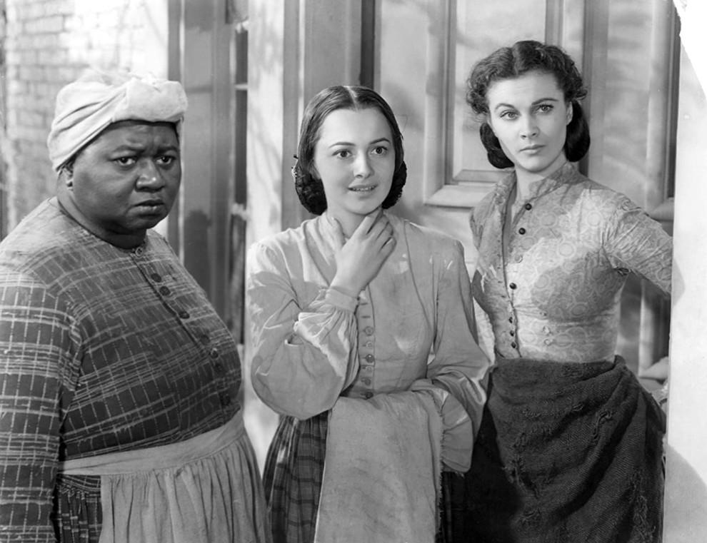 Хэтти Макдэниел, Оливия де Хэвилленд и Вивьен Ли и в фильме «Унесенных ветром», 1939