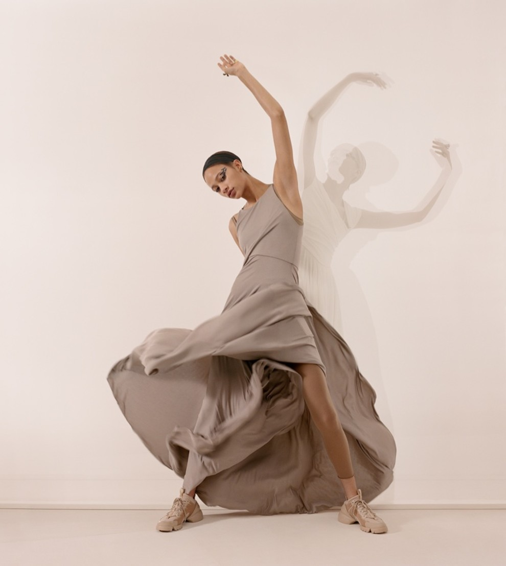 5c2f44e4e6b27 - Танцуют все: рекламная кампания Dior