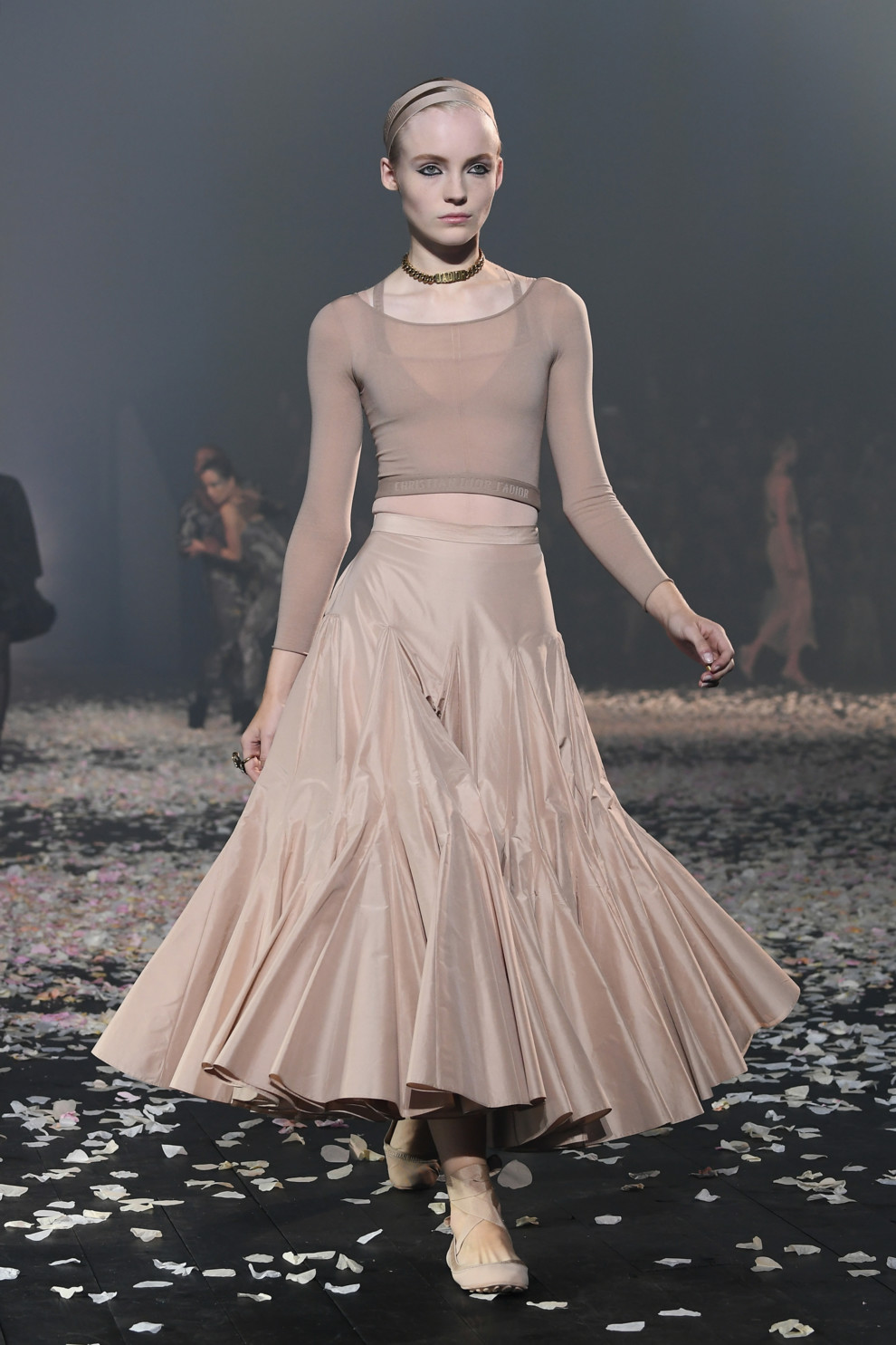 5ba8ff6b2ab79 - Старт Недели моды в Париже: Christian Dior весна-лето 2019