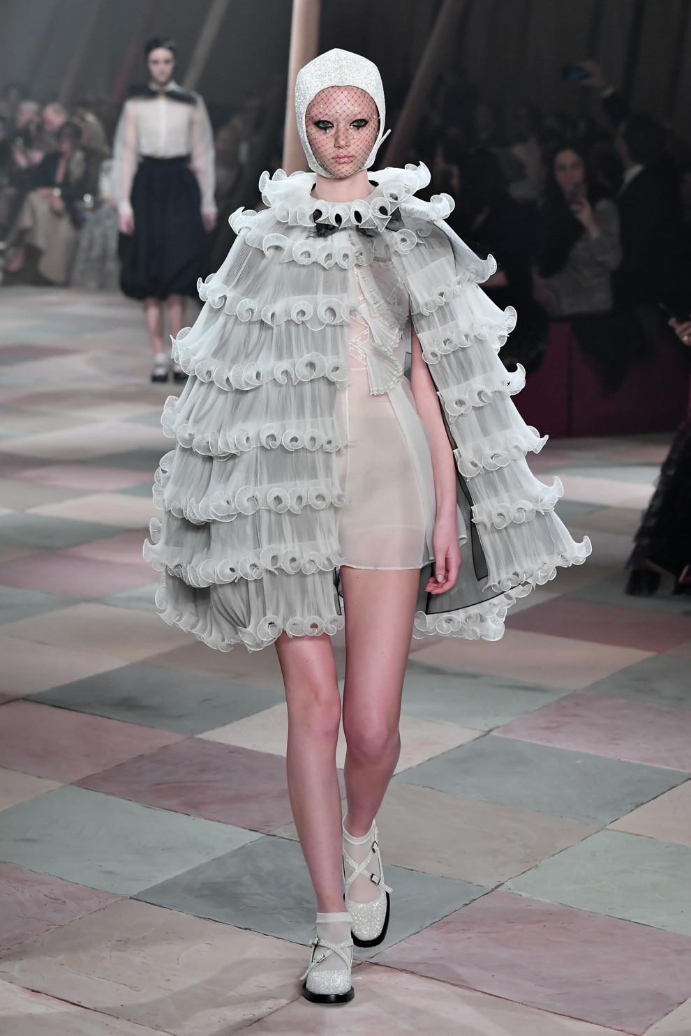 5c46dcb195cac - Плечом к плечу: Dior Couture весна-лето 2019