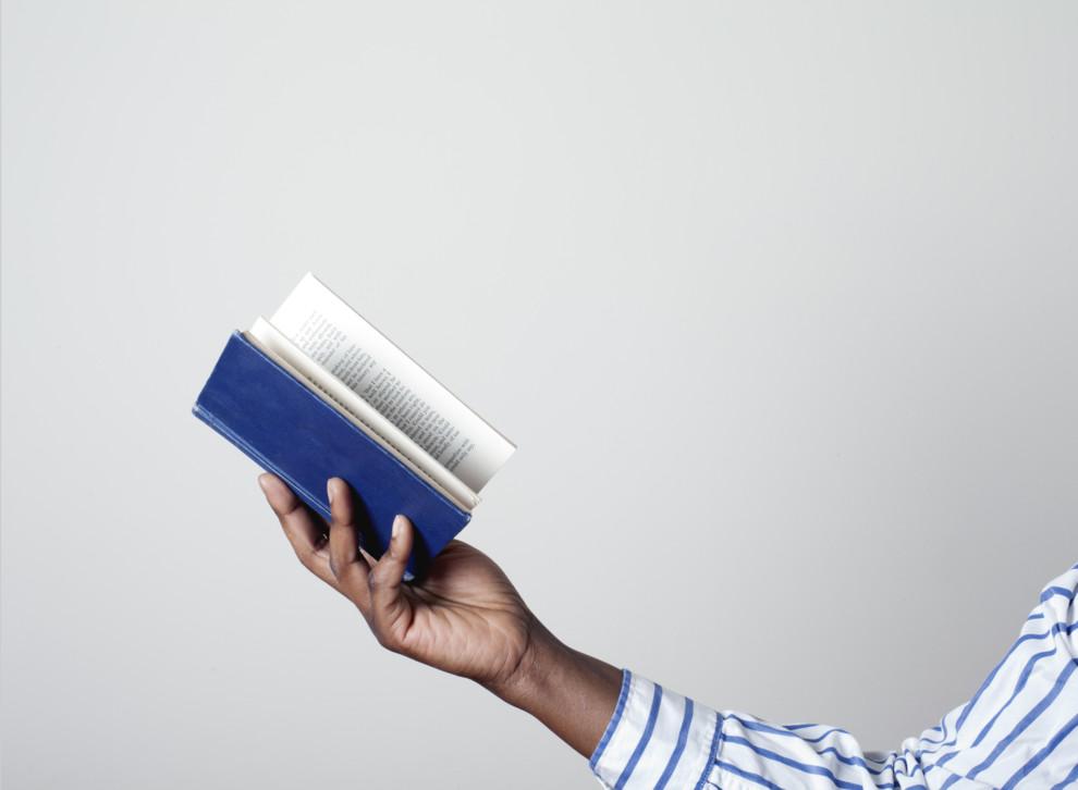 Чтобы чтение стало привычкой, нужно ежедневно уделять время чтению нескольких страниц.