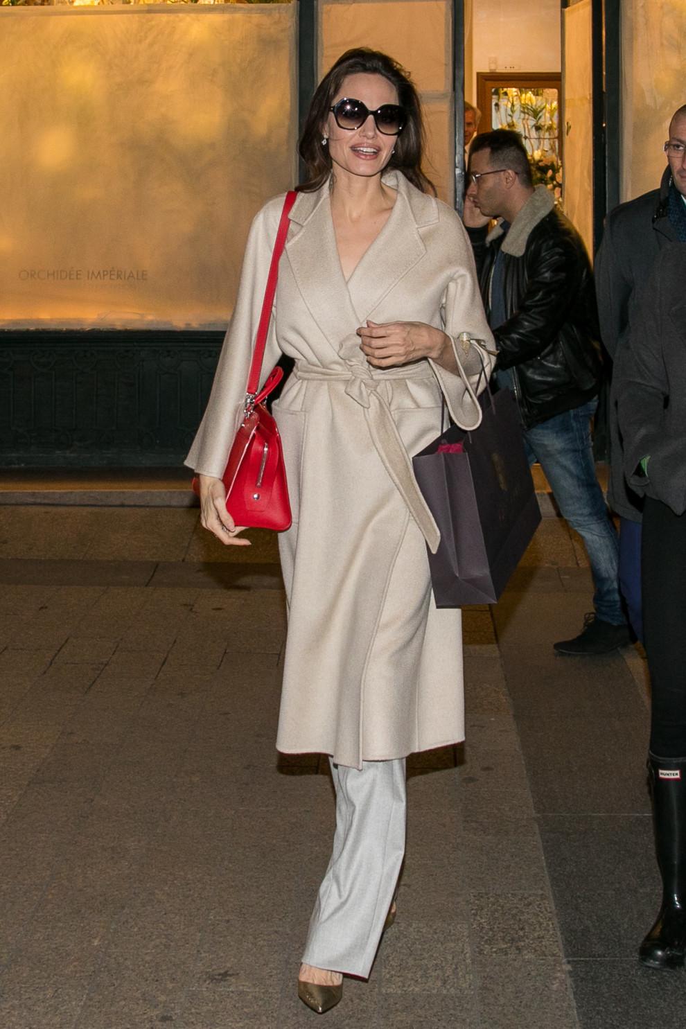 5b83d18149d09 - Свежий взгляд на стиль Анджелины Джоли: скука, или современный пуризм