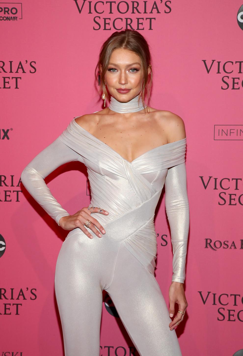 Самые горячие образы моделей на афтепати Victoria s Secret Fashion ... eaa74a5423dea