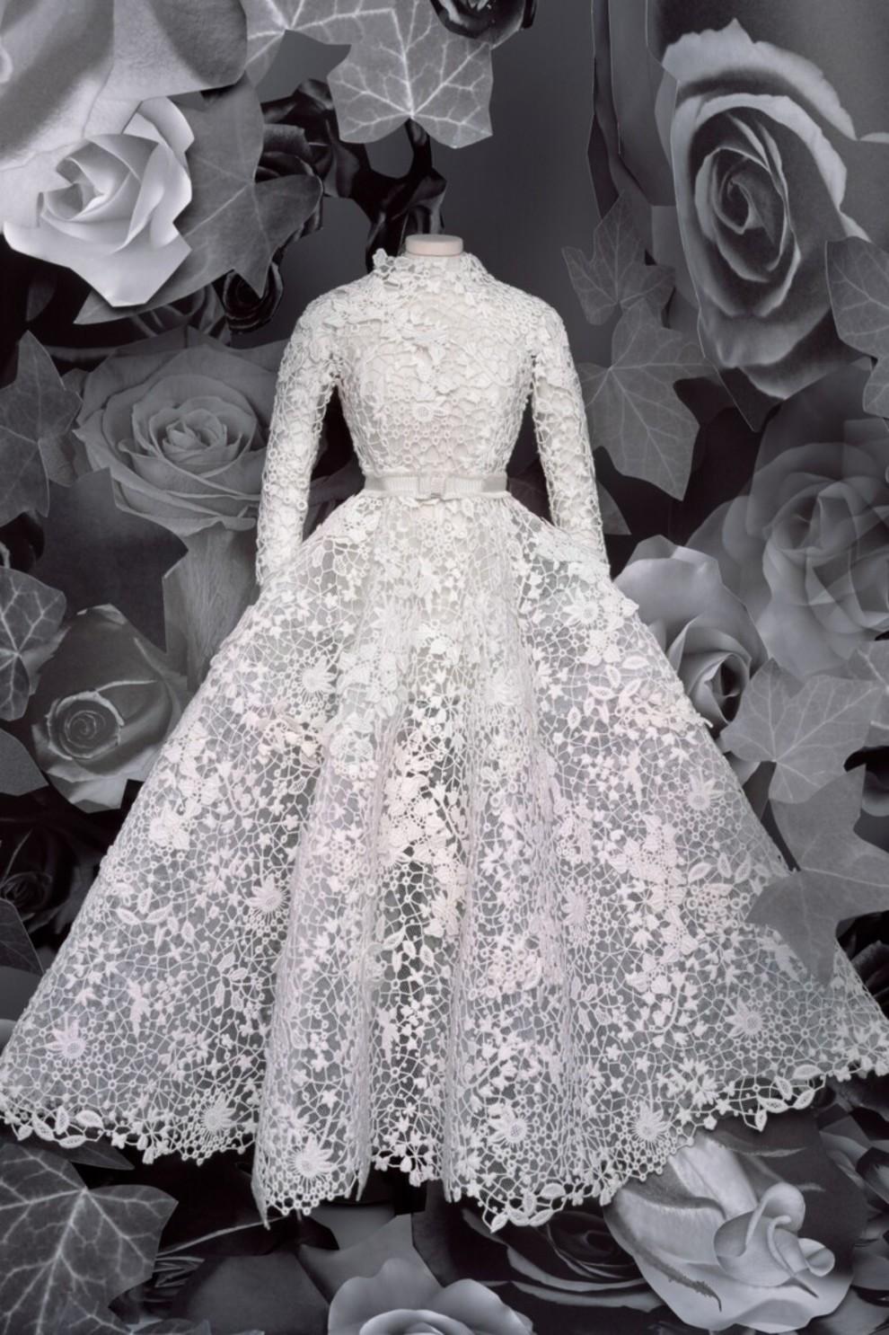 Практичным невестам понравится нестандартное одеяние от Bouchra Jarrar