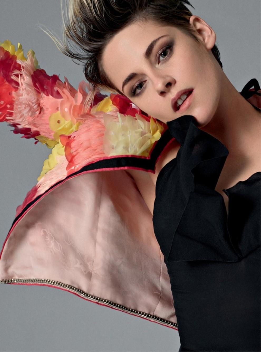 Кирстен в цветочном пиджаке