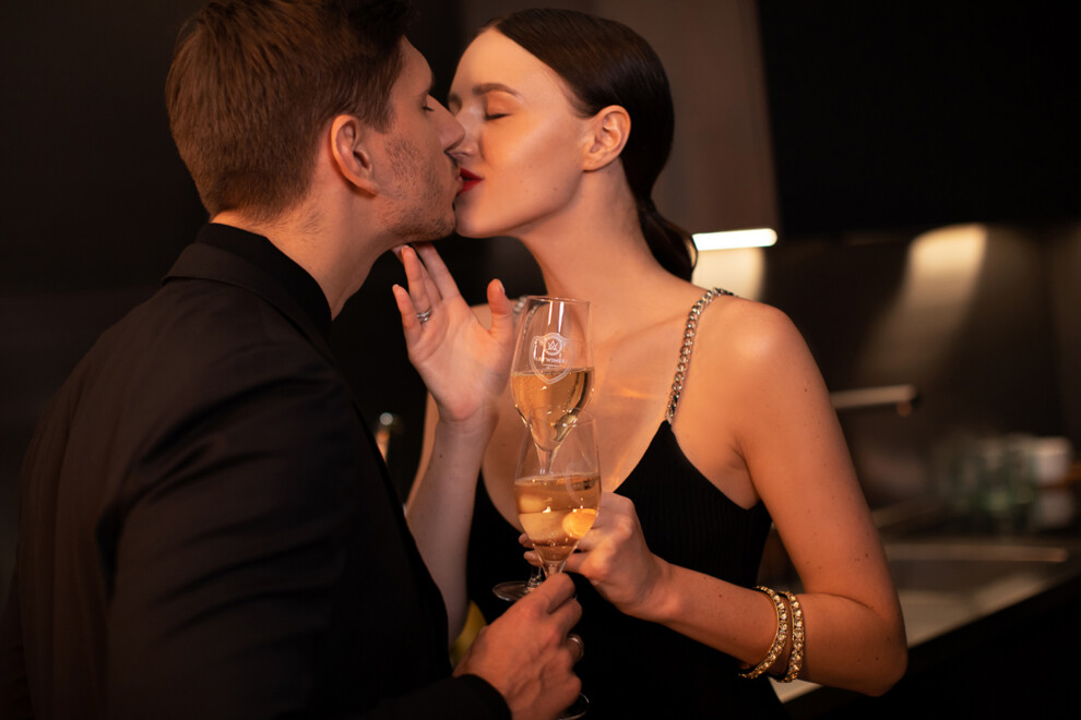 С пузырьками в бокале: романтический вечер Алины Френдий