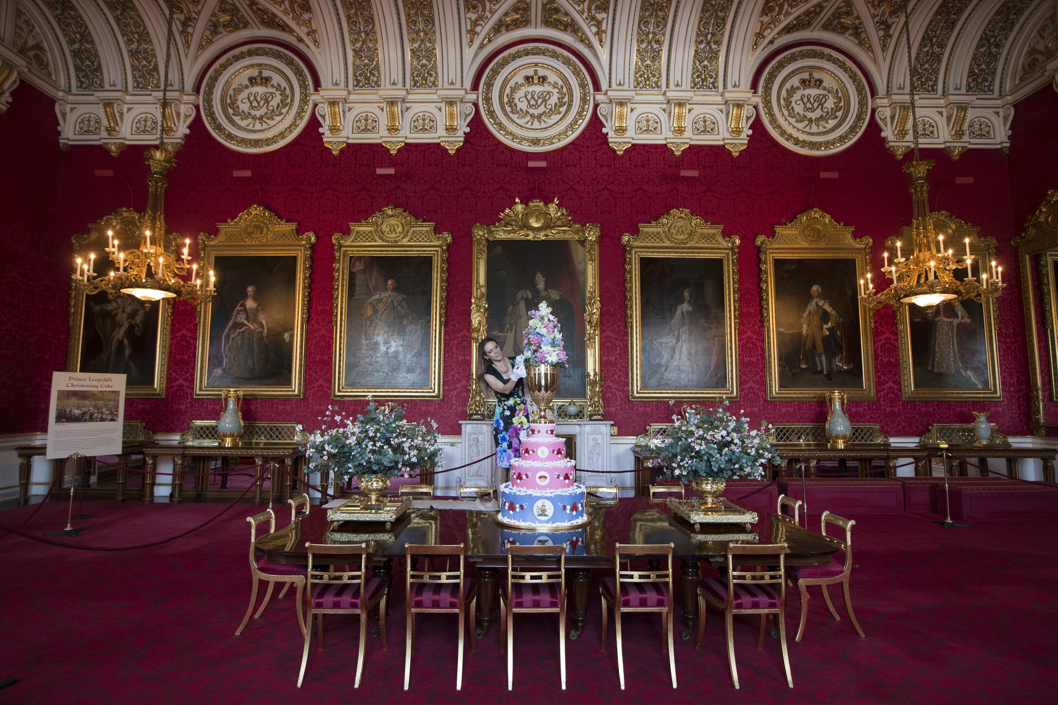 inside buckingham palace living quarters - 964×641