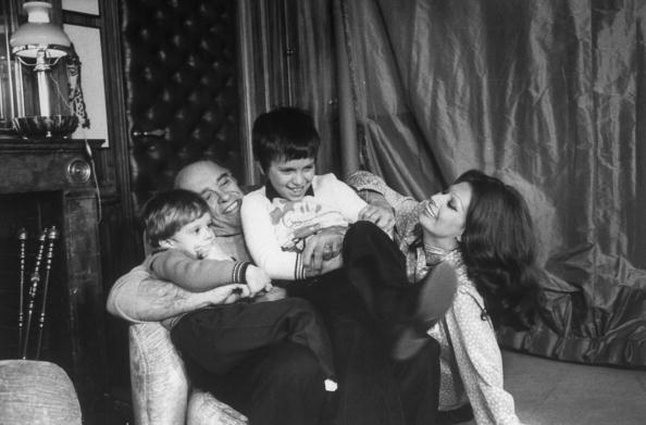 София Лорен с мужем Карло Понти  и детьми