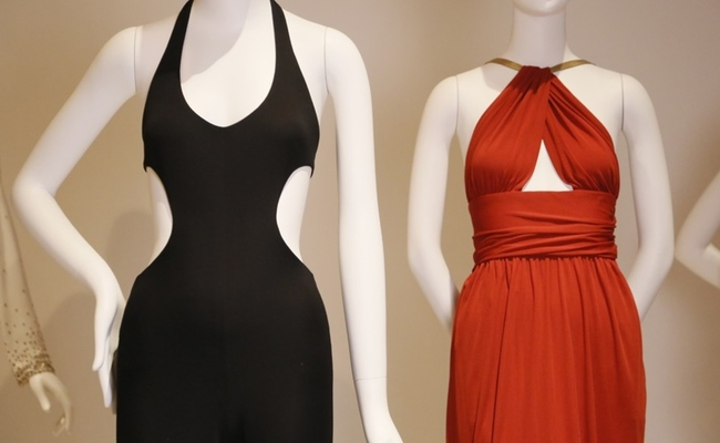 Внутри выставки Yves Saint Laurent + Halston: Fashioning the 70s