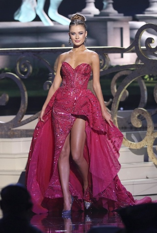 Украинка Диана Гаркуша стала Вице-Мисс Вселенная 2014