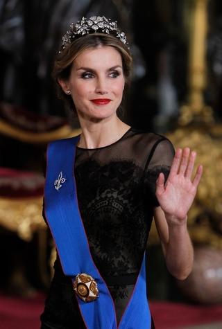 Королева Испании Летиция в Carolina Herrera