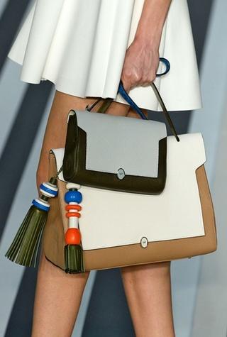 Как носить несколько сумок вместе