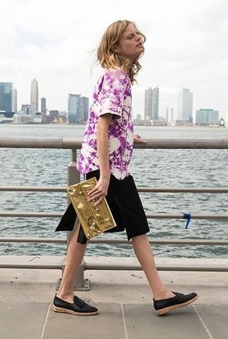 Модель Ханна Габи Одиль занялась дизайном обуви