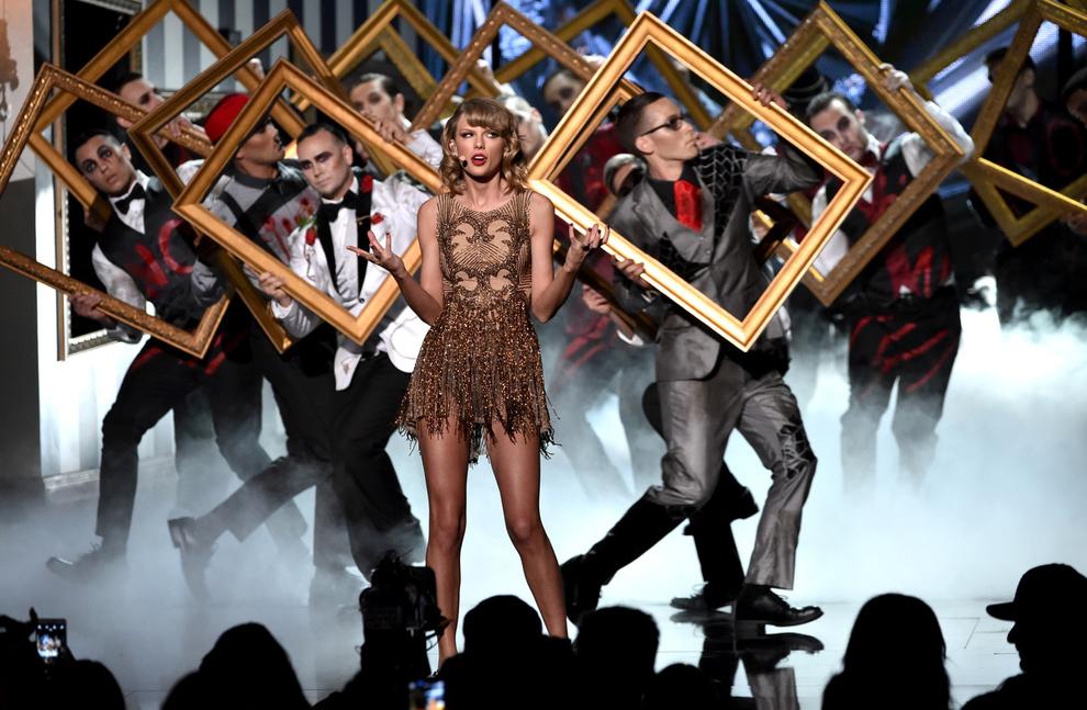 Лучшие наряды и моменты American Music Awards 2014