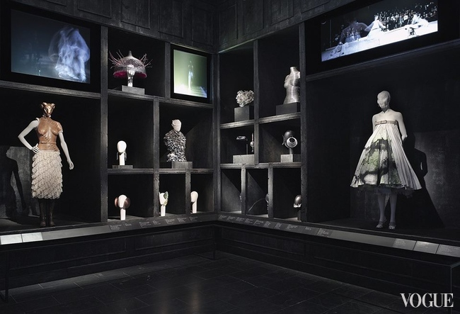 Экспозиция Alexander McQueen: Savage Beauty в музее Виктории и Альберта, Лондон, 2015