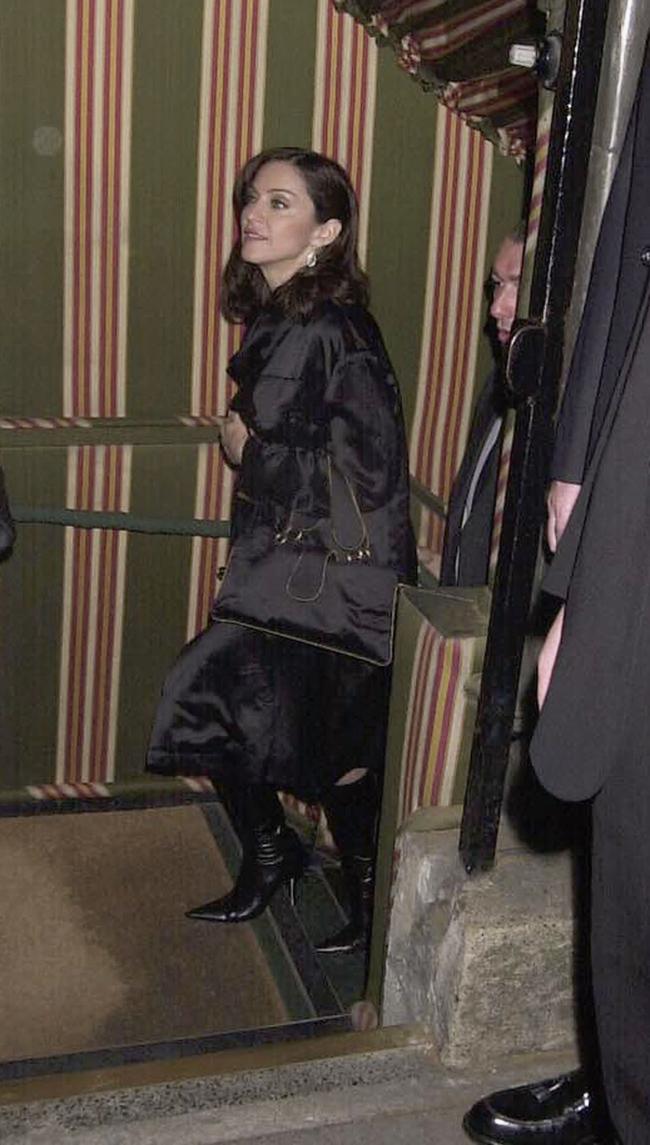 Мадонна заходит в Annabel