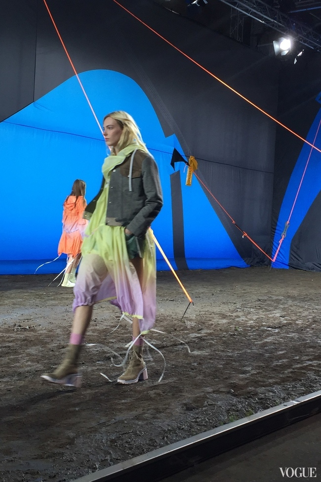 For his spring-summer 2016 collection for Hunter Original, Alasdhair Willis recreated the feel of a summer music festival on the catwalk, complete with tents and mud