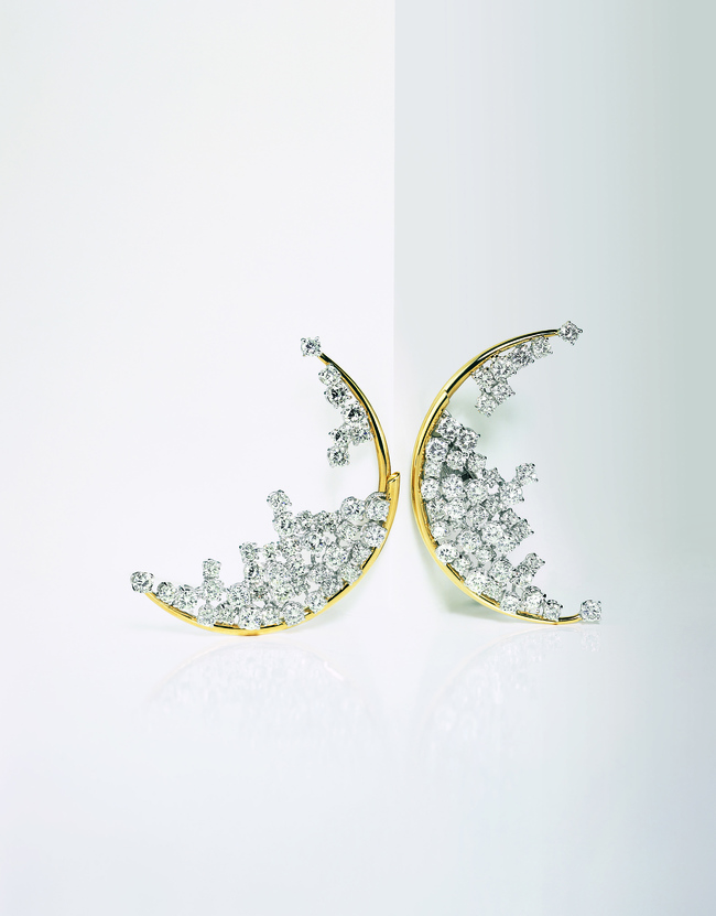Blue Moon earrings in diamond and yellow and white gold