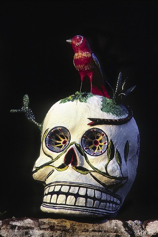 Калавера (череп) – символ мексиканского Дня мертвых. Увидев такой у меня в багаже, киевские пограничники быстро отпустили – от греха подальше